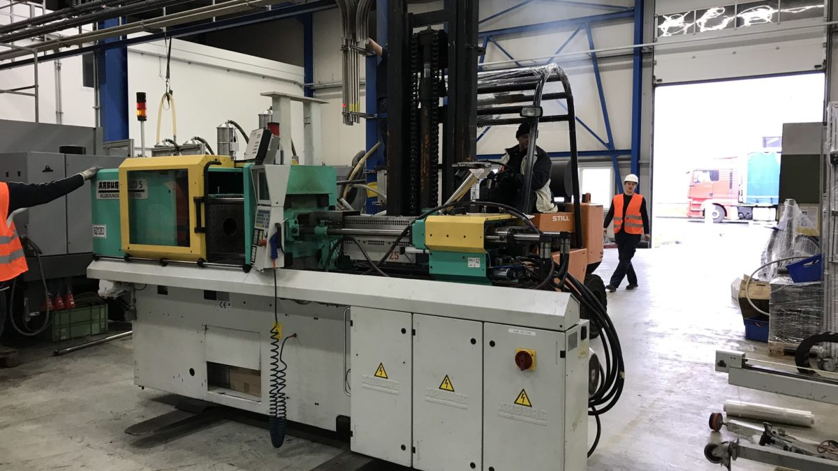 Dismantling and transport of plastic injection machines from Germany to Poland